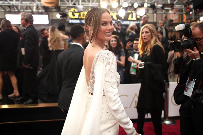Chrissy Teigen sul red carpet degli Oscar 2017