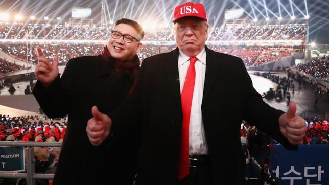 Primo piano del sosia di Kim Jong-un con il sosia di Donald Trump