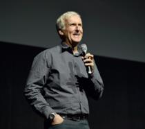 Il regista James Cameron parla al pubblico