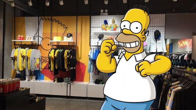 Homer festeggia l'apertura del primo Simpson Store