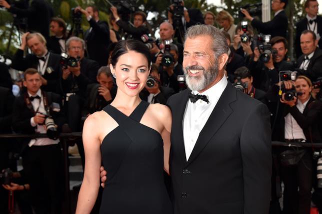 Primo piano di Mel Gibson e Rosalind Ross