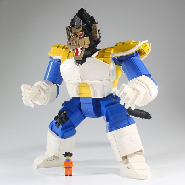 Il Vegeta scimmione di LEGO con la mini-figure di Goku