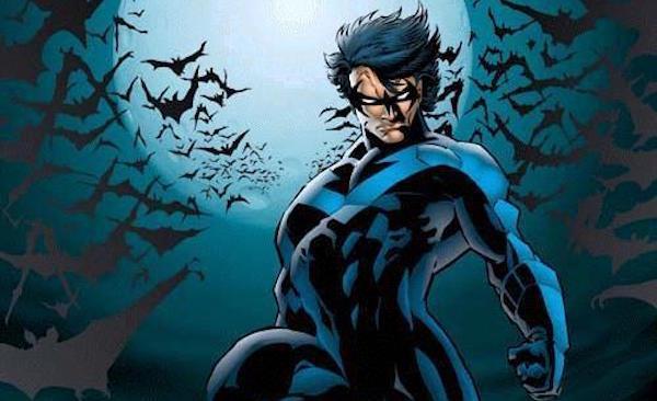 Nightwing circondato da pipistrelli