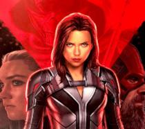 Black Widow nel poster colorato di rosso e nero del film omonimo