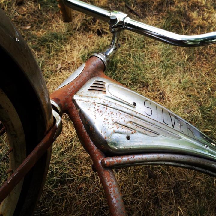 Particolare della bicicletta di uno dei ragazzi del Club dei Perdenti