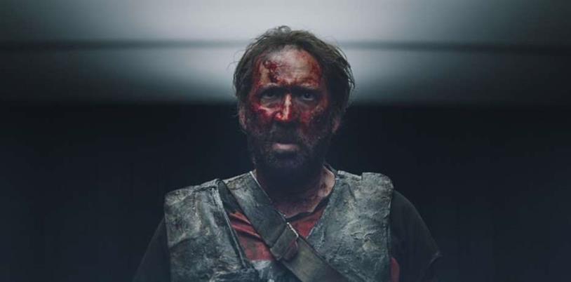 Nicolas Cage col volto imbrattato di sangue in una scena di Mandy