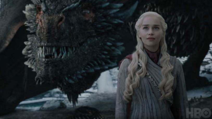 GoT 8x04: Daenerys e Drogon guardano qualcuno
