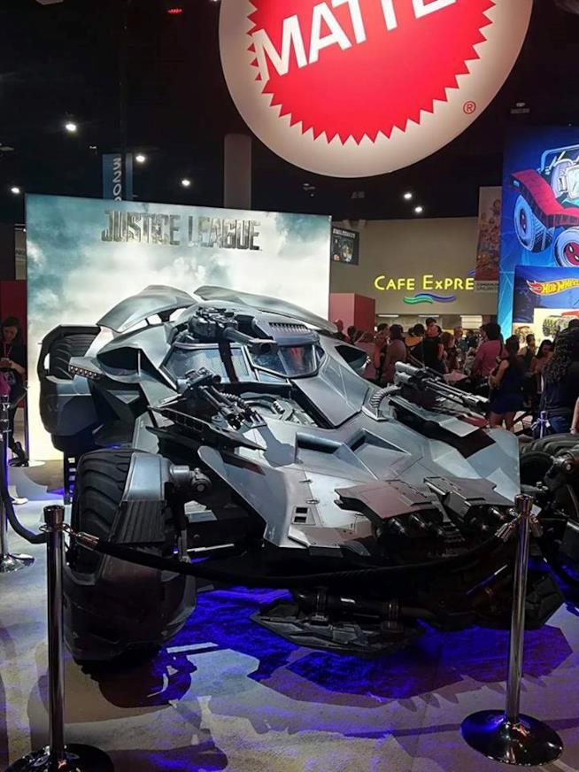 Batmobile di Batman alla Exhibit Hall del San Diego Comic-Con 2017
