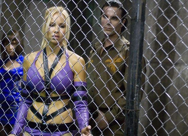 Candice Hillebrand in una scena di Tekken