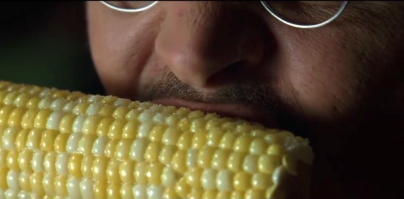 Mort mangia una pannocchia in Secret Window