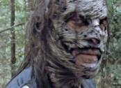 Negan con la maschera da Sussurratore in The Walking Dead