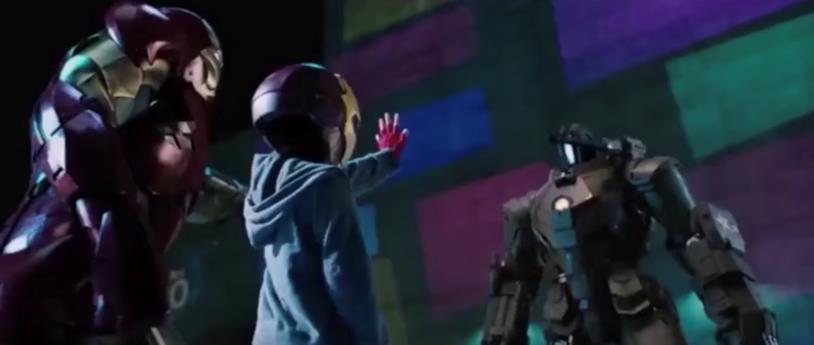 Una scena di Iron Man 2 in cui un giovane Peter Parker affronta uno dei droni di Hammer