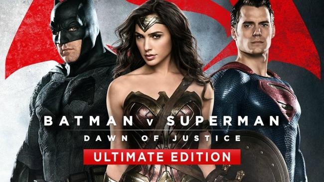 La copertina di Batman V Superman - Ultimate Edition