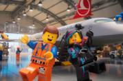 Due Minifigure LEGO nello spot di Turkish Airlines