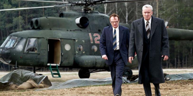 Una foto di Jared Harris e Stellan Skarsgård in una scena della serie TV Chernobyl