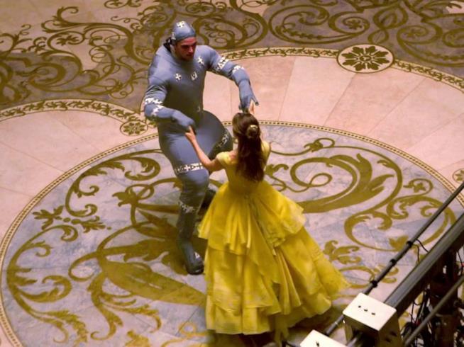 Dan Stevens ed Emma Watson nel ballo de La bella e la Bestia
