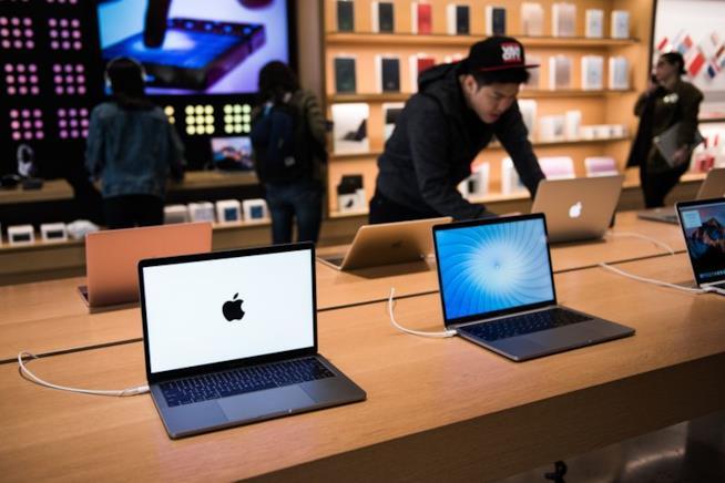 MacBook in un Apple store