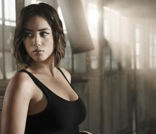 Chloe Bennet sul set di Agents of S.H.I.E.L.D.