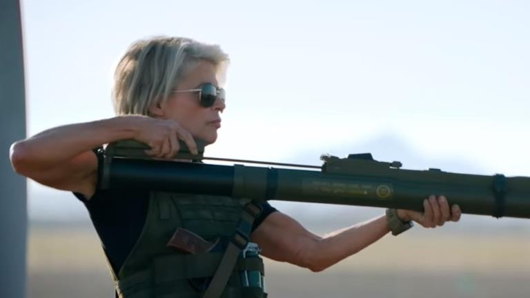 Terminator: Destino Oscuro, una clip con Sarah Connor in azione