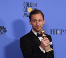 Primo piano di Tom Hiddleston ai Golden Globes 2017