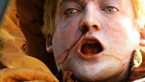 GIF di Joffrey che muore in GoT