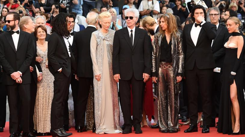 Jim Jarmusch sul red carpet di Cannes con gli attori del suo film