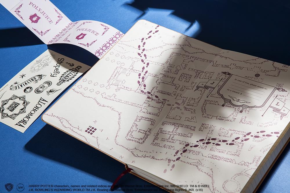 Il taccuino aperto dell'edizione limitata Moleskine su Harry Potter