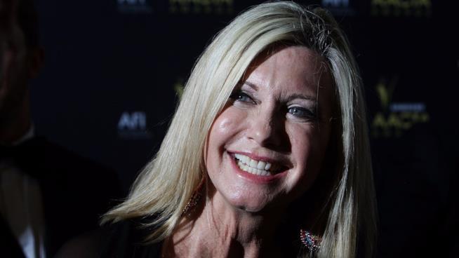 Olivia Newton-John sorridente a un evento di gala