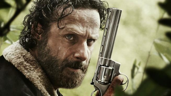 Rick impugna la sua mitica Colt in The Walking Dead