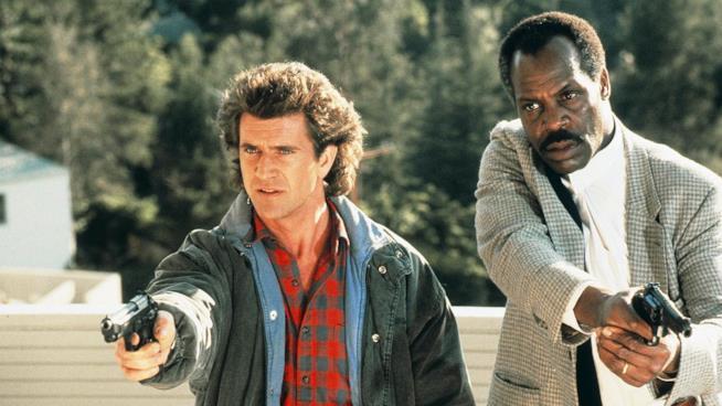 Mel Gibson e Danny Glover in una scena del film
