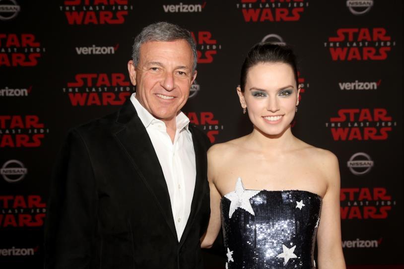 Daisy Ridley e Bob Iger alla premiére di Star Wars: Gli ultimi Jedi