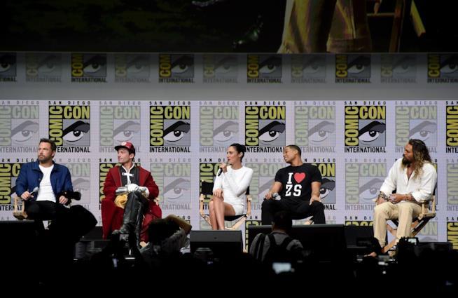 Gli eroi DC durante il panel di Justice League al Comic-Con di San Diego