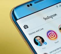 Display di uno smartphone che mostr la Homepage di Instagram