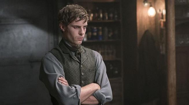 Harry Treadaway è Victor Frankenstein