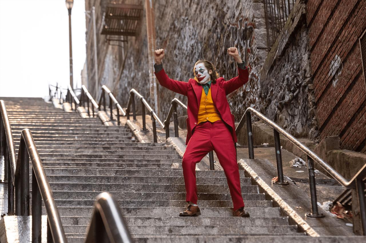 Il Joker balla sulle scale