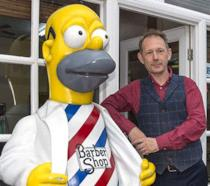 La statua di Homer barbiere giudicata troppo grassa