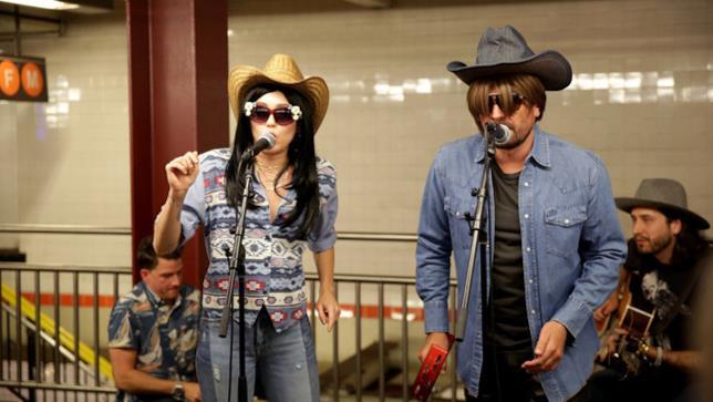 Miley Cyrus e Jimmy Fallon al The Tonight Show