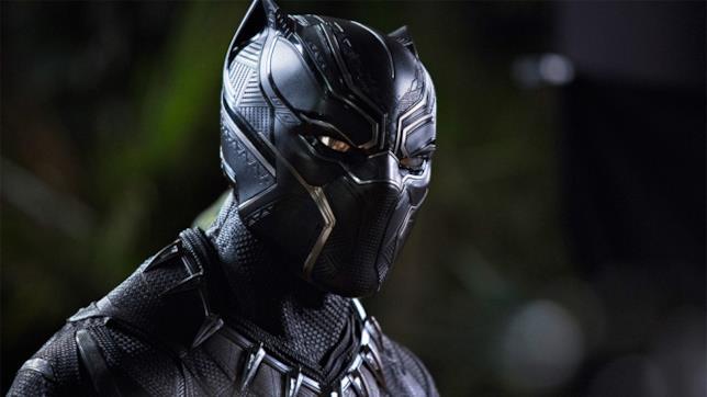 Chadwick Boseman nel costume di Pantera Nera