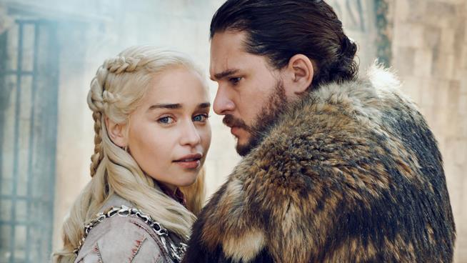 Emilia Clarke e Kit Harington nei panni di Daenerys e Jon Snow