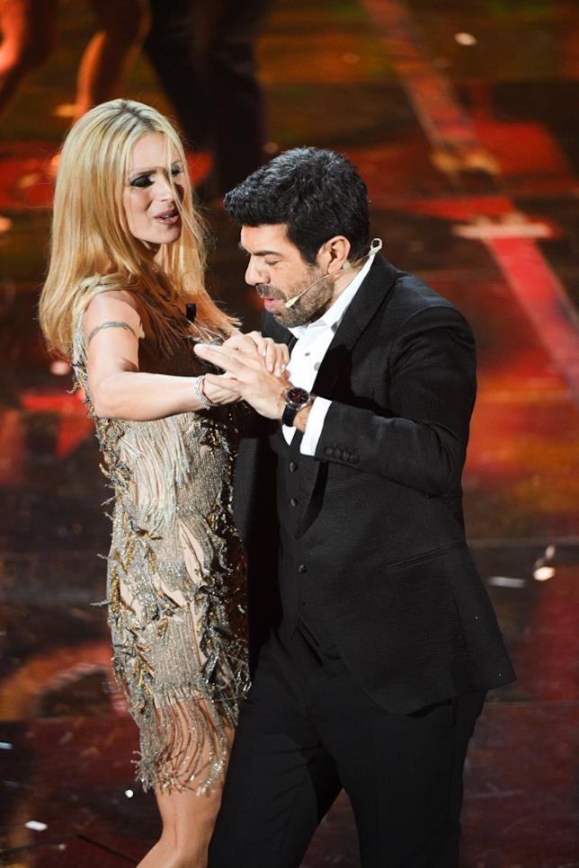 Pierfrancesco Favino e MIchelle Hunziker ballano