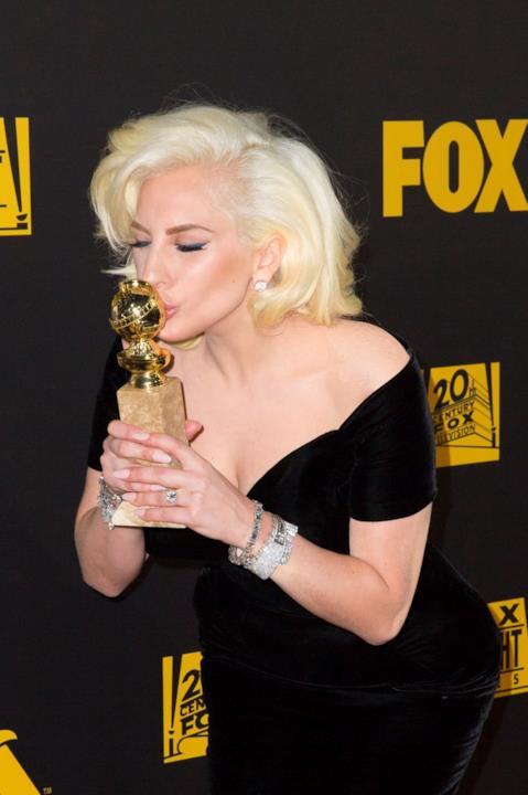 Lady Gaga premiata ai Gloden Globes 2016.