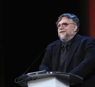 Guillermo Del Toro durante la premiazione degli Oscar