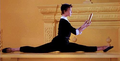 Una ballerina legge