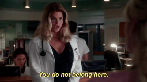 Kirstie Alley nel ruolo della dottoressa Ingrid Hoffel in Scream Queens 2