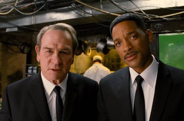 A sinistra l'Agente K e a destra l'Agente J della saga di Men in Black