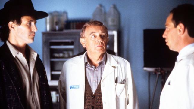 Warren Frost nei panni del dottor Will Hayward