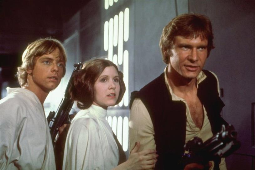 Mark Hamill, Carrie Fisher e Harrison Ford in una scena del film Star Wars del 1977