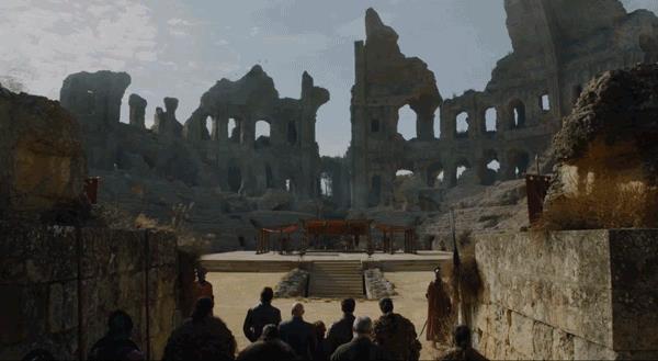 Jon, Tyrion e la loro scorta arrivano a Fossa del Drago