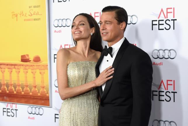 Brad Pitt e Angelina Jolie sorridenti ai tempi del loro matrimonio