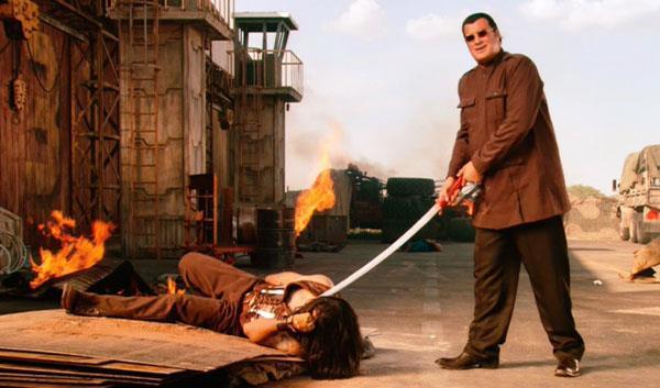 Steven Seagal in una scena di Machete